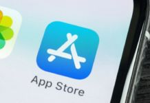 Apple rejects facebook new gaming app